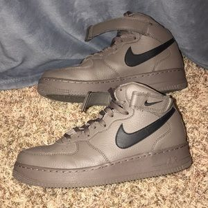 Nike AF1 army green color